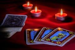 Cartas de tarot en la tabla Fotos de archivo