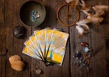 Cartas de tarot y otros accesorios Imagen de archivo