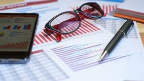 Cartas do investimento e estatísticas conservadas em estoque