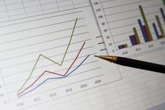 Cartas dos dados no computador imagens de stock royalty free