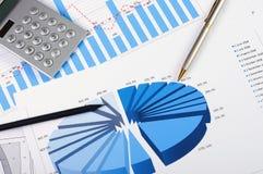 Cartas e gráficos das vendas Foto de Stock