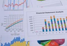 Cartas e gráficos de negócio Imagens de Stock