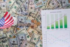Cartas e gráficos de negócio que mostram resultados do planeamento financeiro bem sucedido Foto de Stock