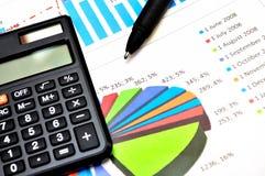 Cartas e gráficos de papel financeiros imagem de stock