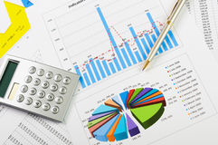 Cartas e gráficos das vendas Fotos de Stock Royalty Free