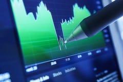 Cartas e mercados de negócio Fotos de Stock Royalty Free