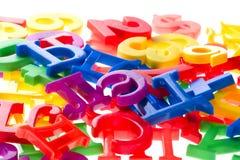 Cartas plásticas y números macros Imágenes de archivo libres de regalías