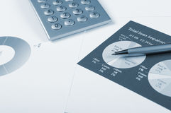 Cartas y gráficos de ventas Foto de archivo libre de regalías