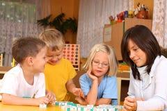 Cartas y preschoolers Imágenes de archivo libres de regalías