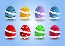 Cartaz bonito do vetor para a caça do ovo da páscoa com os ovos 3d coloridos com a fita no fundo azul Molde dos desenhos animad ilustração royalty free
