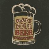 Cartaz da cerveja do Grunge com vidro e slogan Projeto da cópia do vintage Fotos de Stock Royalty Free