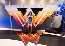 Cartaz da mulher maravilha no cinema malaio imagem de stock royalty free