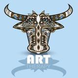 Cartaz da terapia da arte moderna com o touro multicolorido do totem Fotos de Stock