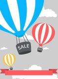 Cartaz do balão de ar quente com venda Fotos de Stock