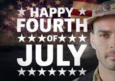 Cartaz do soldado na frente do fundo da bandeira americana para o dia nacional fotos de stock royalty free