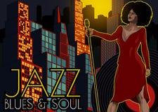 Cartaz do vintage com arquitetura da cidade, o cantor retro da mulher e a lua Vestido vermelho na mulher Microfone retro Jazz, al Imagens de Stock