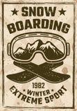 Cartaz do vintage da snowboarding com vidros do esqui fotos de stock
