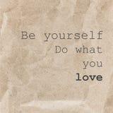 Cartaz inspirado das citações, o projeto tipográfico - seja você mesmo d Imagem de Stock
