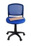 Cartaz que encontra-se em uma cadeira azul do escritório Imagens de Stock Royalty Free