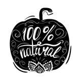 Cartaz tipográfico criativo ou um selo na silhueta preta de uma abóbora com os ornamento no fundo branco Fotografia de Stock Royalty Free