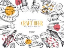 Cartaz tirado mão do bar de Oktoberfest Cerveja e petiscos Vector o vidro, garrafa, abridor, peixe, pretzel, cevada, lúpulo, alim ilustração do vetor