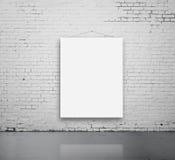 Cartaz vazio na parede imagem de stock