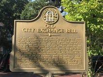 Cartaz velho de Bell da troca da cidade no savana, GA foto de stock