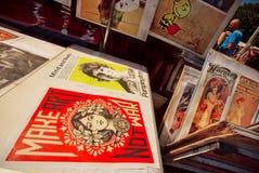 Cartazes do vintage dos filmes na venda da feira da ladra Foto de Stock Royalty Free