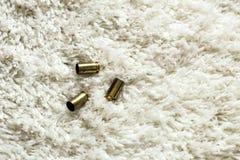 Cartdidges sul tappeto bianco Fotografia Stock
