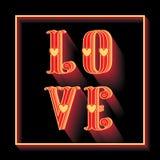 Carte élégante d'amour avec les coeurs rouges d'amour et d'or sur un rouge Image stock