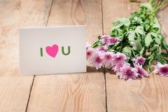 Carte avec amour de message vous sur la lettre sur le fond en bois Photo libre de droits