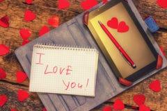 Carte avec amour de message vous Texte manuscrit le comprimé et le stylo Jour du ` s de Valentine de lettre Images libres de droits