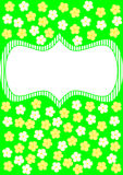 Carte avec les fleurs blanches et jaunes sur le vert Images stock