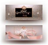 Carte beige dell'invito del partito di grande apertura con polvere, la struttura ed il nastro scintillanti Fotografia Stock