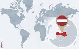 Carte bleue abstraite du monde avec la Lettonie magnifiée illustration de vecteur