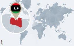 Carte bleue abstraite du monde avec la Libye magnifiée illustration de vecteur