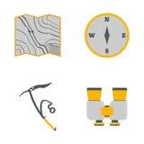 Carte, boussole, hache de glace, icônes plates de jumelles Équipement de tourisme T Photographie stock