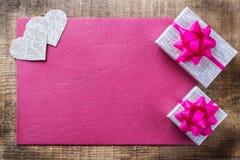 Carte cadeaux d'amour de vacances de jour de valentines et fond de boîte Photos stock