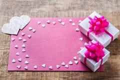 Carte cadeaux d'amour de vacances de jour de valentines et fond de boîte Photo libre de droits