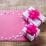 Carte cadeaux d'amour de vacances de jour de valentines et fond de boîte Images stock