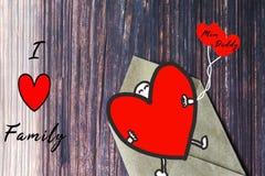 Carte cadeaux de jour du ` s de famille avec la famille d'amour du mot I, carte de voeux Image libre de droits