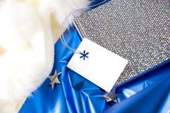 Carte cadeaux vierge sur le fond bleu Image libre de droits