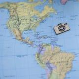 Carte colorée de voyage de l'Amérique du Nord Etats-Unis d'amusement avec l'appareil-photo en bois Photos stock