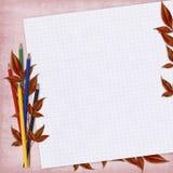 Carte d'école avec le papier et les crayons Photos stock