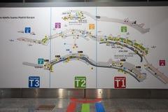 Carte d'aéroport de Madrid montrant des directions terminales Images libres de droits