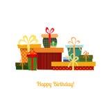 Carte d'anniversaire avec des boîte-cadeau dans différentes couleurs Image libre de droits