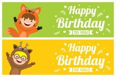 Carte d'anniversaire avec des enfants chez le costume animal Photos libres de droits