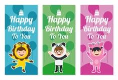 Carte d'anniversaire avec des enfants chez le costume animal Photo stock