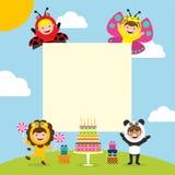 Carte d'anniversaire avec des enfants chez le costume animal illustration stock