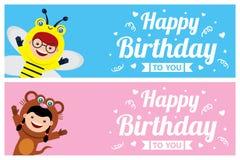 Carte d'anniversaire avec des enfants chez le costume animal illustration de vecteur